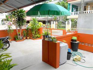 Happy Home Guesthouse Rawai Phuket - Entrance / Bike parking