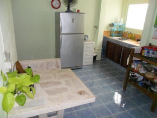 Happy Home Guesthouse Rawai Phuket - Communal coffee area