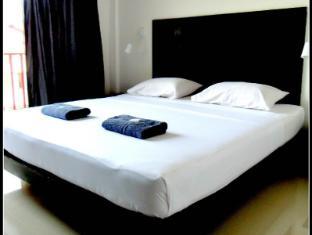 Boomerang Inn Phuket - Deluxe Double