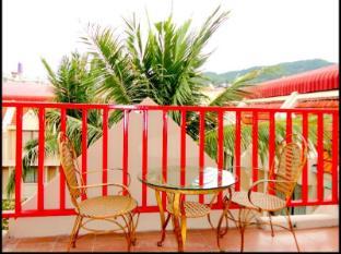 Boomerang Inn Phuket - Deluxe balcony