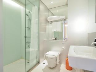 60 West Hotel Hong Kong - Executive Suite Bathroom