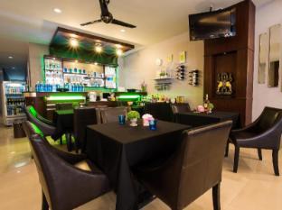 Lavender Hotel Phuket - Rootsi laud