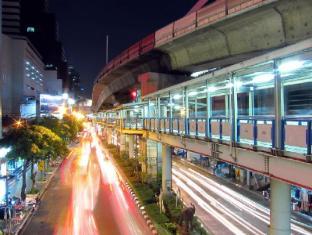 Silom Village Inn Bangkok - Nearby Attraction
