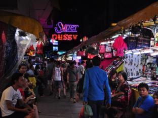 Silom Village Inn Bangkok - Surroundings