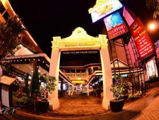 Silom Village Inn Bangkok - Entrance