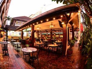Silom Village Inn Bangkok - Food and Beverages