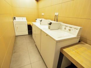 Yin Serviced Apartments Hong Kong - Self Service Laundry Area