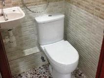 Canadian Hostel: bathroom