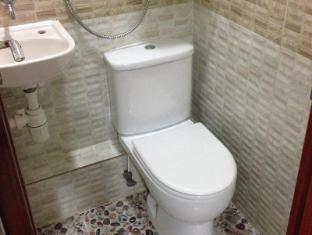 Canadian Hostel Hong Kong - Bathroom