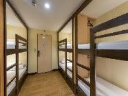 1 Cama en Dormitorio Femenino de 6 camas con baño compartido