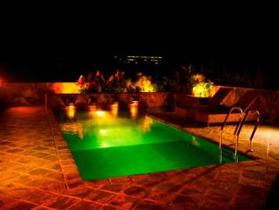 Zylan Luxury Villa Colombo - Rooftop Swimming Pool by Nightfall
