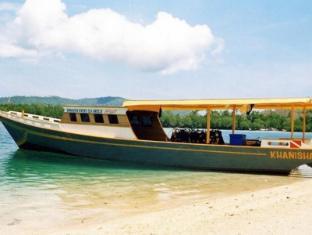 Bunaken Divers Sea Breeze Resort Manado - Beach