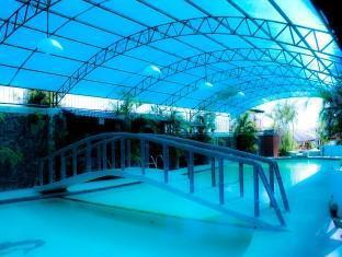 Villa Khristalene Batangas - Swimming pool