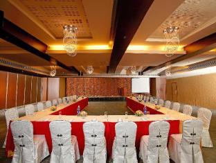 Flora Airport Hotel Kochi - Toplantı Salonu
