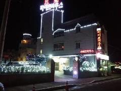 Lighthouse Hotel