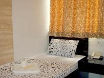 Ashoka Hostel: guest room