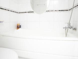 24 Guesthouse Myeongdong Seoul - Bathroom