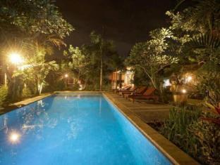 曼迪别墅酒店 巴厘岛 - 游泳池