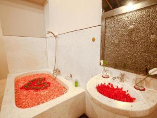 曼迪别墅酒店 巴厘岛 - 卫浴间