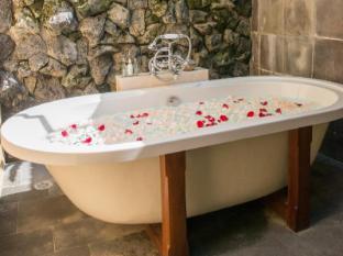 Komaneka at Monkey Forest Ubud Bali - Bathroom