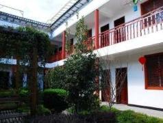Dali Sunny Guesthouse Courtyard 2 | Hotel in Dali