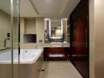 S. aura Hotel: bathroom