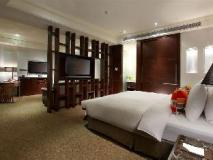S. aura Hotel: guest room