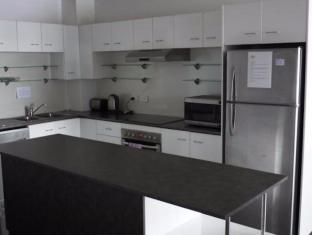 FV4006 Apartments Brisbane - Kitchen