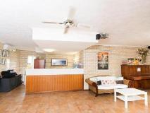 Bombora Resort: guest room