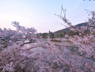 Kyoto Uji Hanayashiki Ukifune-en Kyoto - Sakura view from Guest Room Botan