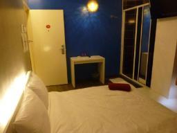 francoska postelja brez okna