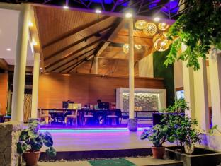 The Viridian Resort Phuket - Lobby at night