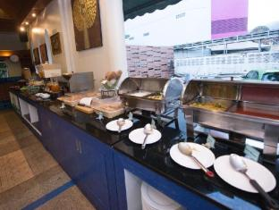 The Viridian Resort Phuket - Quầy buffet
