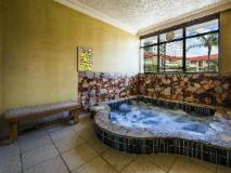 Southern Cross Apartments: spa