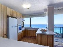 Southern Cross Apartments: kitchen
