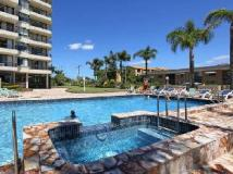 Southern Cross Apartments: swimming pool