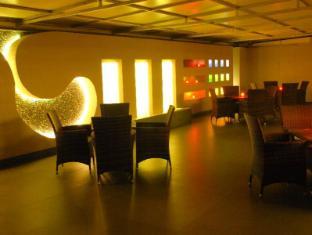 The Roa Hotel Mumbai - Flava Dining