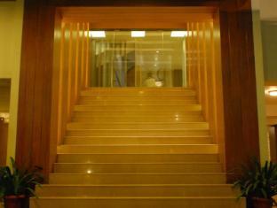 The Roa Hotel Mumbai - Entrance to Lobby