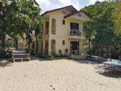 Hotel in Philippines Puerto Galera   Villa Bienvenida Beach Resort