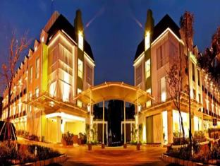 Pomelotel Hotel Jakarta - Exterior