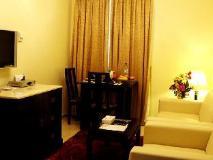 Al Muraqabat Plaza Hotel Apartments: guest room