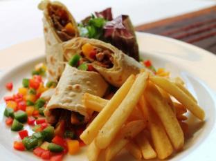 Grand Hardys Hotel and Spa Kuta Bali - Food