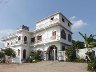 /hotel-isabel-palace/hotel/khajuraho-in.html?asq=jGXBHFvRg5Z51Emf%2fbXG4w%3d%3d