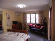 Bickley Valley Retreat: guest room