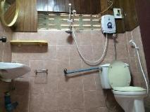 Phouna Guest House: bathroom