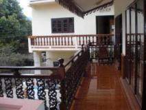 Phouna Guest House: balcony/terrace