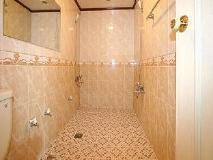 Inca Motel: bathroom