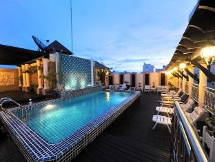 The Whitehouse Condotel Pattaya - Hotel Swimming Pool Area