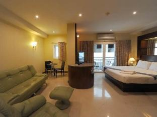 The Whitehouse Condotel Pattaya - Deluxe double Bed