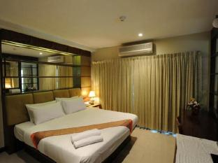 The Whitehouse Condotel Pattaya - Deluxe suite double bed